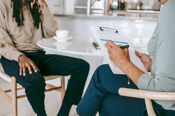 contratar una agencia de marketing digital - hire services - Alex Green